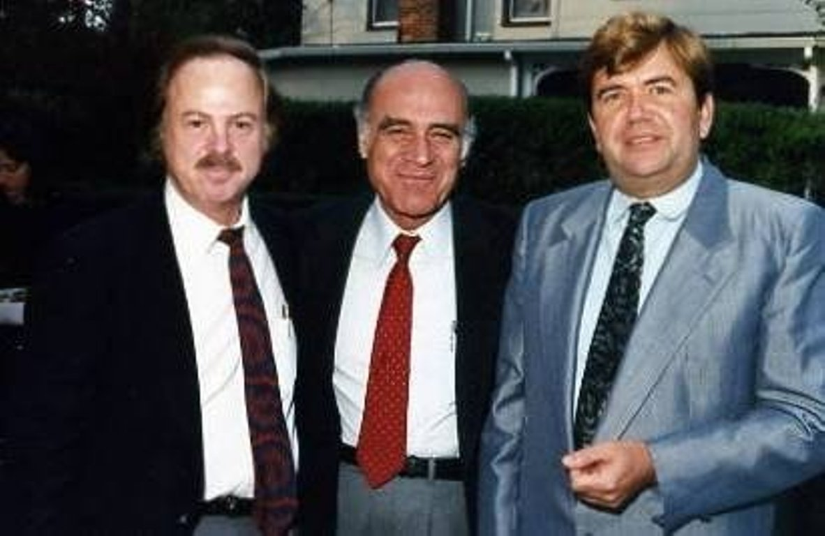 Arnie_with_Mike_Kay_and_HP.1985.jpg